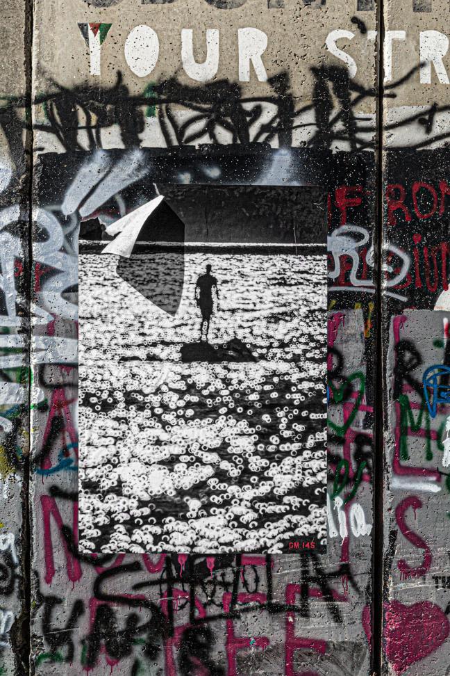 « Sous les pavés la plage »... « Derrière le mur la liberté ».